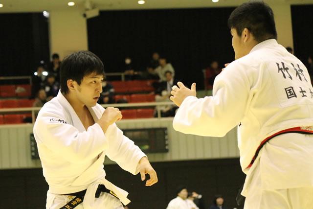 清水(左)