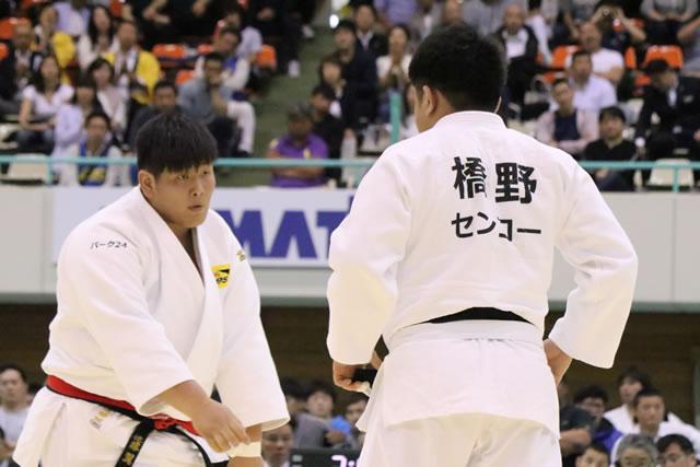 遠藤(左)