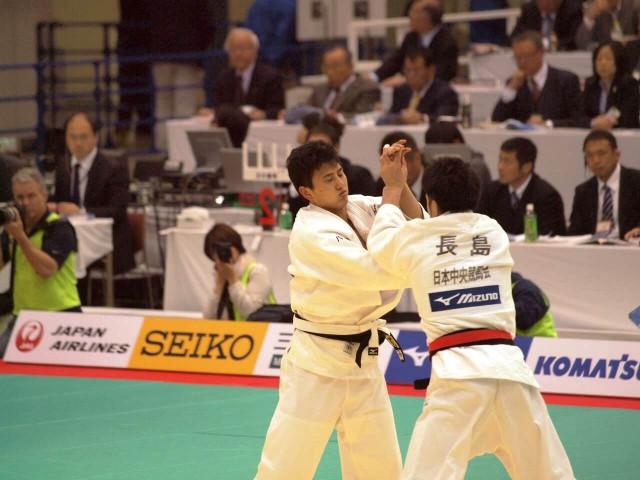 81kg級 中井(左)