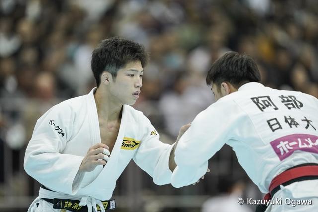 66kg級 藤阪(左)