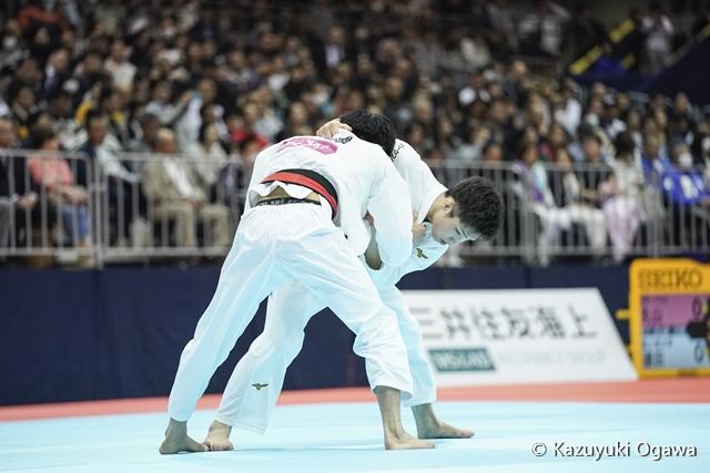 66kg級 藤阪(右)