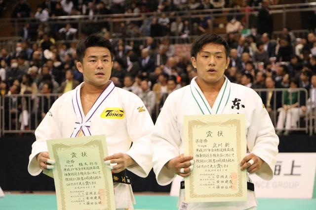 優勝 73kg級 橋本(左)
