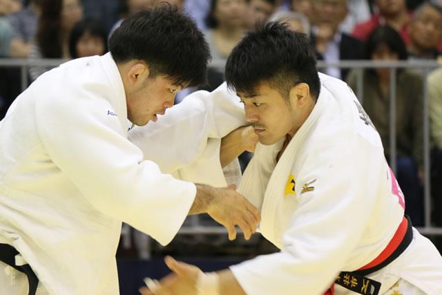 73kg級 橋本(右)