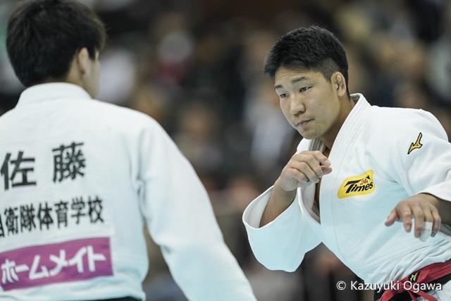 81kg級 小原(右)
