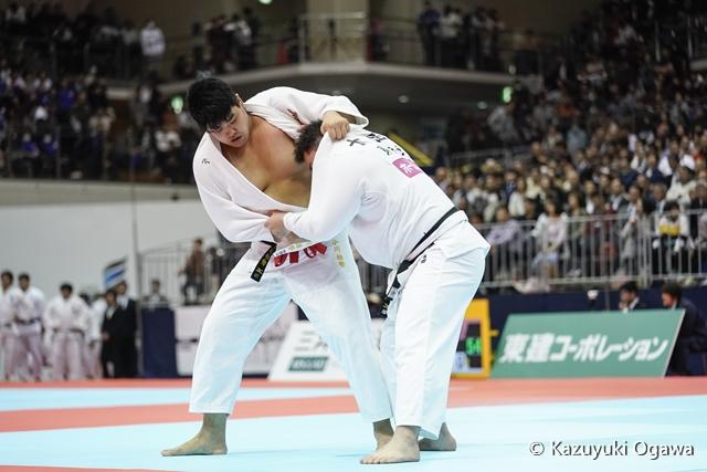 100kg超級 小川(左)