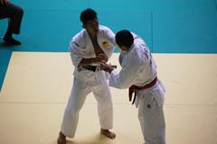 81kg級 平尾(左)