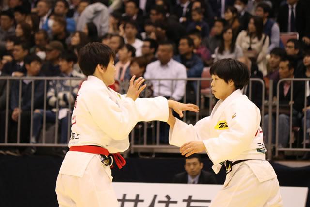 57kg級 山本(右)